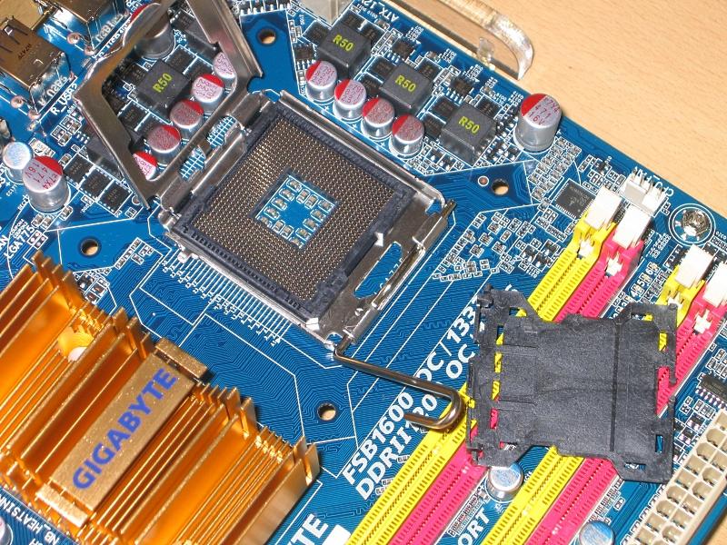 775 03 - Howto: Intel 775 CPU sockeln und boxed Kühler verbauen