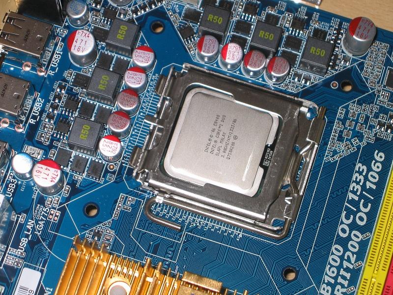 775 08 - Howto: Intel 775 CPU sockeln und boxed Kühler verbauen