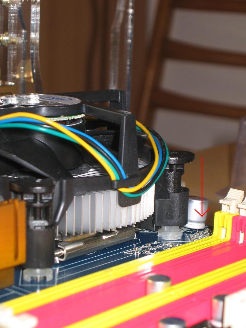 775 10 - Howto: Intel 775 CPU sockeln und boxed Kühler verbauen